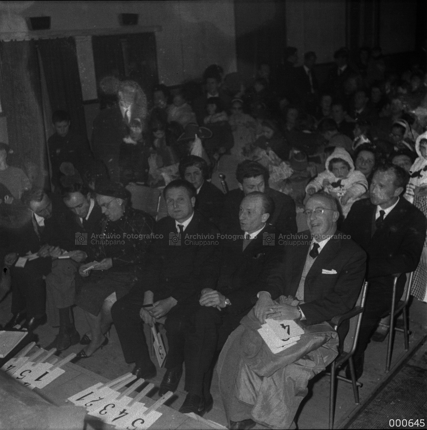 Pubblico all'ex cinema