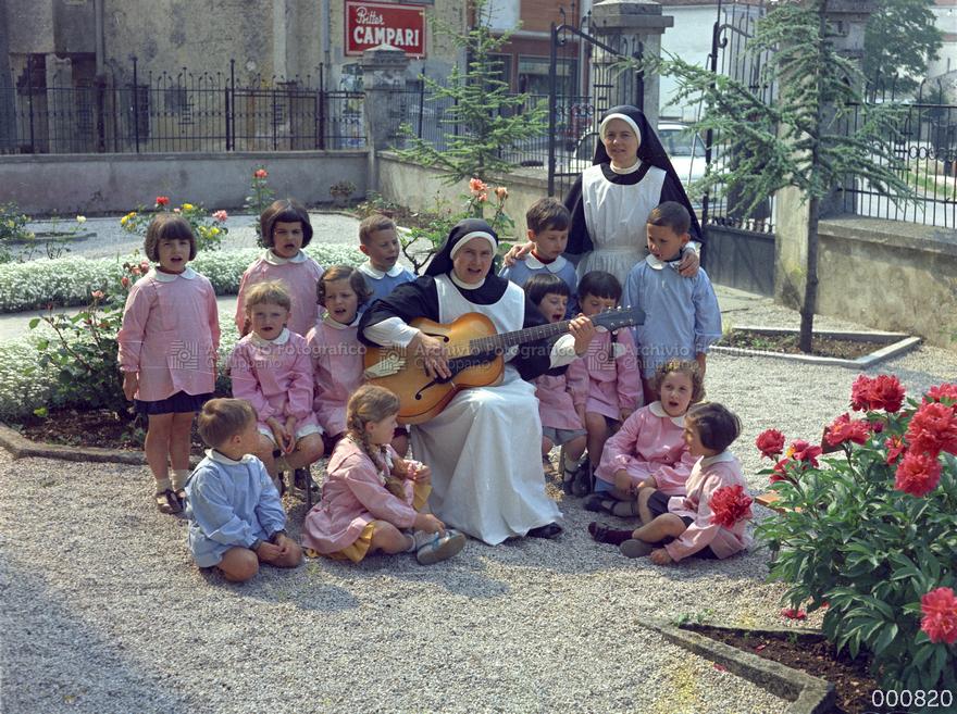 Foto di gruppo di alunni classe 1960/61
