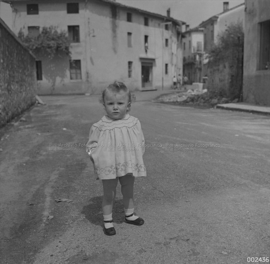 Bambina in passeggio