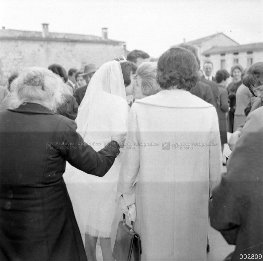 Augurio dei conoscenti alla sposa Dal Santo Gabriella