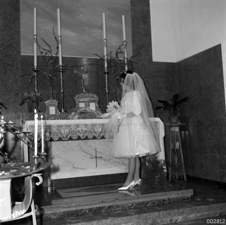 La sposa Dal Santo Gabriella sull'altare
