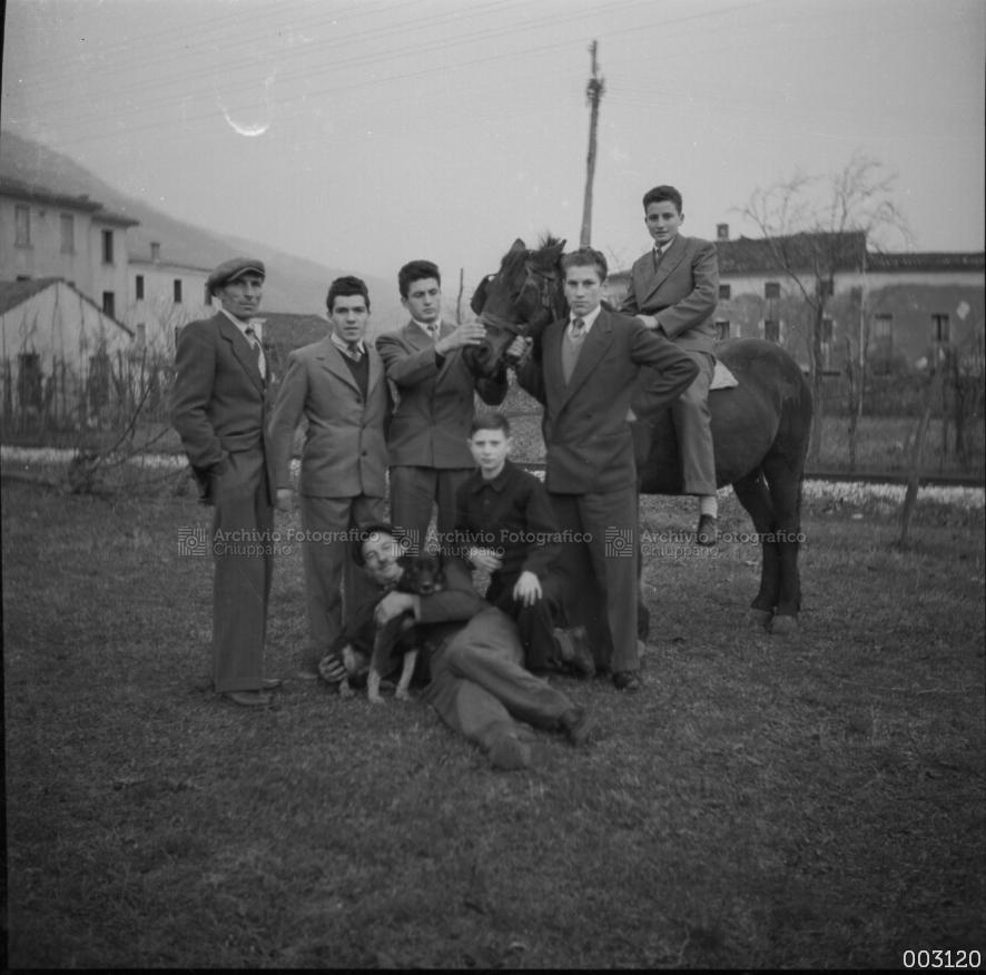 Foto di gruppo presso il brolo di Nadale