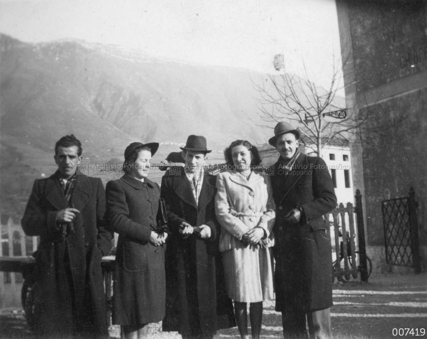 Foto di gruppo presso la Stazione ferroviaria