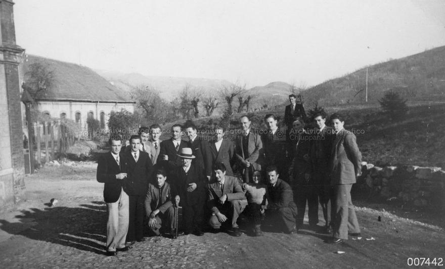 Foto di gruppo presso il Cotonificio Rossi