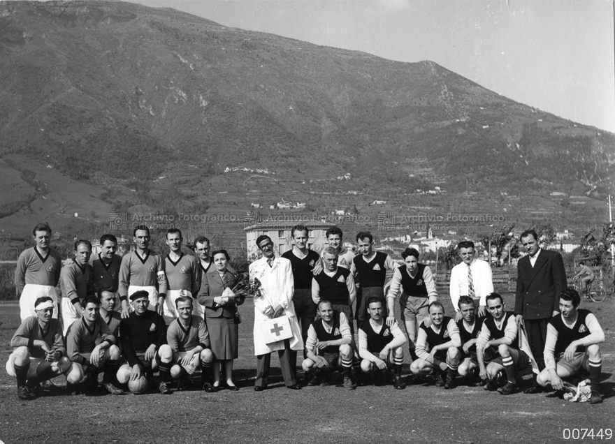 Partita di calcio tra dipendenti del Cotonificio Rossi